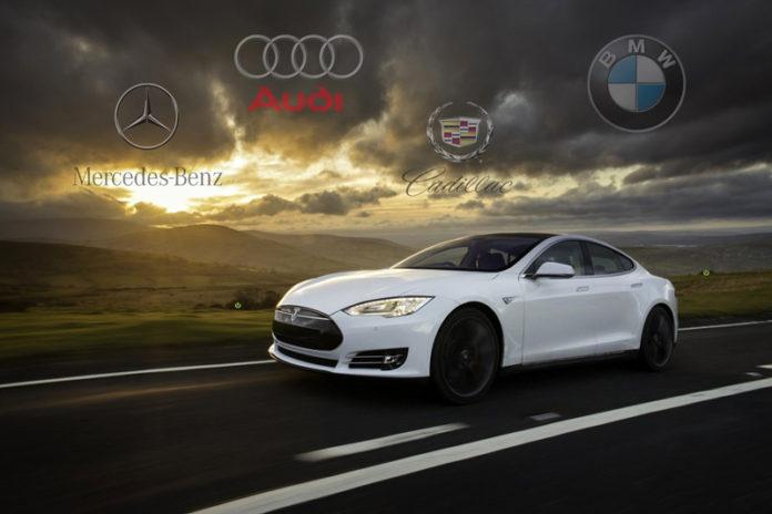 Tesla Model S batte la concorrenza