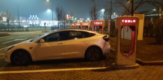 Tesla supercharger Arese